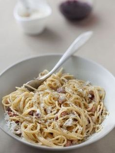 The real recipe of the Carbonara - Yummy Food Recipes Think Food, Love Food, Pasta Recipes, Cooking Recipes, Healthy Recipes, Food Porn, Salty Foods, Risotto, Gourmet