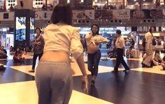 Video Para Ibu Hamil Buka Baju di Mall dan Lakukan Hal Tak Terduga Ini Jadi Viral