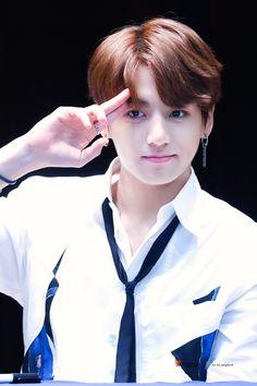 this boy is killing me Jungkook BTS OMG.this boy is killing me Jungkook BTS Bts Jungkook, V Taehyung, Namjoon, Jung Kook, Yoonmin, Jikook, Playboy, Jeongguk Jeon, Les Bts