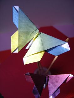 Origami - Papillon - Designed by Michael LaFosse (v1); video (no speech), also link to an updated version narrated in French