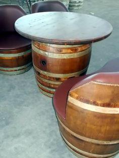 1757 - Divanetti da 2 barrique imbottite con seduta unica e tavolino coordinato - Briganti srl - Tel.0547 310171