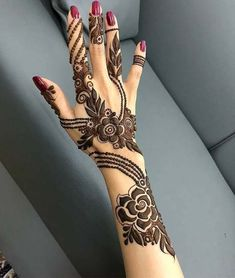 Beautiful Mehndi Design - Browse thousand of beautiful mehndi desings for your hands and feet. Here you will be find best mehndi design for every place and occastion. Quickly save your favorite Mehendi design images and pictures on the HappyShappy app. Arabic Henna Designs, Mehndi Designs 2018, Modern Mehndi Designs, Mehndi Design Pictures, Beautiful Henna Designs, Bridal Mehndi Designs, Mehndi Designs For Hands, Henna Tattoo Designs, Mehndi Images