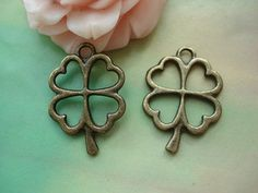 25pcs-- Four Leaf charms,Antique Bronze Filigree Four-Leaf Clover Lucky Flower Charms pendants,jewelry supplies