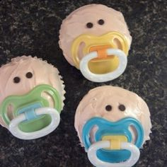 Pacifier cupcakes- these would be so cute for a baby shower! I need to remember these for when we plan a BABY shower! Baby Cupcake, Cupcake Cakes, Baby Cakes, Cupcake Flower, Cupcake Party, Comida Para Baby Shower, Baby Shower Gifts, Baby Gifts, Baby Shower Foods