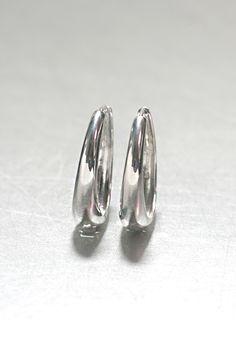 sterling Silver Hinge Oval Hoop Earrings 30mm - kellinsilver.com