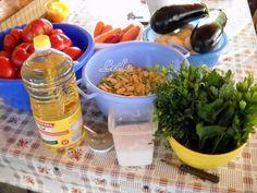 INGREDIENTE 1 PORTIE: 1 litru ulei, 3 kg ceapa, 2 kg ardei grasi, 1 kg morcovi, 7 kg rosii, 1 kg fasole verde cruda, 2 buc vinete mari, 1 legatura mare frunze telina, 1 legatura mare frunze patrunjel, 2 bucati ardei iute (facultativ), Sare grunjoasa ( sa nu fie iodata ), piper dupa gust, 1 Favorite Recipes, Chicken, Meat, Food, Canning, Essen, Meals, Yemek, Eten