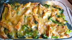 Serves: 6 INGREDIENTS 3 boneless, skinless, chicken breasts, cooked and diced 2 packages ounce) frozen broccoli cuts, cooked and drained 2 cans ounce) fat-free cream of chicken soup ¾ cup non-fat evaporated milk 1 teaspoon lemon juice 1 cup Skinny Recipes, Ww Recipes, Chicken Recipes, Dinner Recipes, Cooking Recipes, Dinner Ideas, Delicious Recipes, Healthy Recipes, Chicken Meals