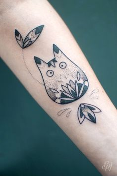 Totoro design dotwork by Bleunoir Tattoo