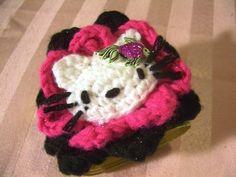 Crochet Parfait: Hello Kitty Prom Corsage/Bracelet...Hello Kitty in flowers!...free pattern!