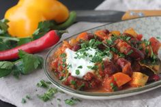 Chili Sin Carne, Avocado Salat, Pitta, Food Inspiration, Ethnic Recipes, Turmeric, Fruits And Veggies, Side Dishes, Healthy Recipes