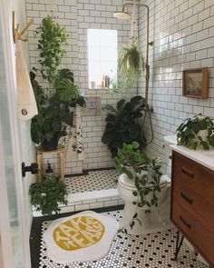 Bohemian Latest And Stylish Home decor Design And Life Style Ideas Bohemian Latest And Stylish Home decor Design And Life Style Ideas Bathroom Plants, Boho Bathroom, Budget Bathroom, Bathroom Goals, Rental Bathroom, Bathrooms With Plants, Jungle Bathroom, Clawfoot Tub Bathroom, Houzz Bathroom