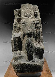 EGYPT SCULPTURE 10TH-6TH BCE Statue of Hathor, Late period. Sandstone, H: 67 cm Inv. E 26023 Louvre, Departement des Antiquites Egyptiennes, Paris, France