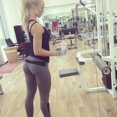 sexy girl in yoga pants in gym amazing ass. Swagg Girl, Alexandra Bring, Divas, Yoga Pants Outfit, Girls In Leggings, Gym Girls, Girls Fit, Yoga Girls, Way Of Life