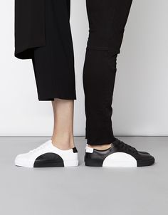New York label THEYhas justdebuted their new collection of minimalist sneakers that celebrate the beauty of simplicity.Geometric shapes, inspired by German Bauhaus geometry,are seamlessly embedded within each shoe by their team of expert craftsmen. And a masterful and precisemethod, passed