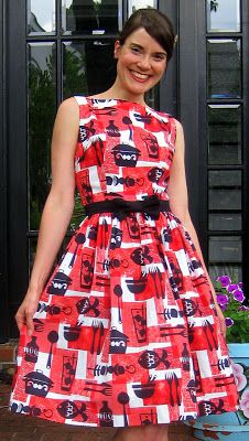 dress made with vintage sewing pattern...I'm GIVING AWAY 2 yards of this fabric, so click on the photo, yo.