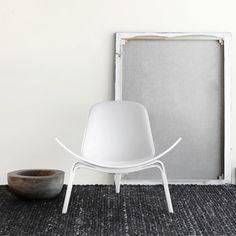 CH 07 easy chair by Hans J. Wegner from Carl Hansen Danish Furniture, Cool Furniture, Modern Furniture, Furniture Design, Interior Styling, Interior Decorating, Interior Design, Piece A Vivre, Cool Chairs