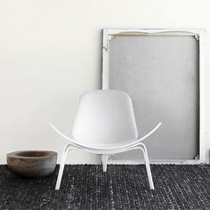 White CH07 Lounge Chair, Hans J. Wegner