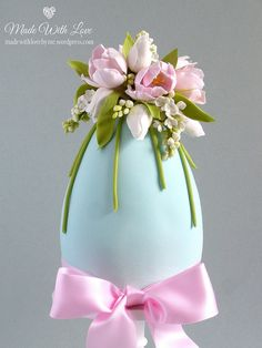 Tulip and Lilac Easter Egg Cake Tulpe und lila Osterei-Kuchen Easter Egg Cake, Single Tier Cake, Diy Ostern, Egg Crafts, Easter Parade, Festa Party, Easter Chocolate, Egg Art, Holiday Cakes