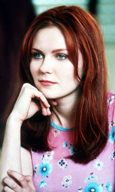 Kirsten Dunst in Spiderman! I totally love her! She is an amazing actress and makes a stunning Mary Jane Watson. Mary Jane Watson, Auburn, Blond, Spiderman Movie, Spiderman 2002, Le Jolie, Up Girl, Great Hair, Beautiful Actresses
