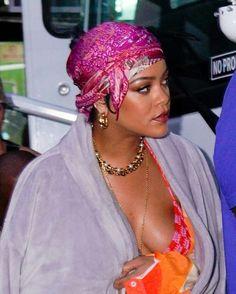 Looks Rihanna, Bad Gal, Rihanna Fenty, Fantasy Dress, Female Singers, Business Women, Stylists, Celebs, Glamour