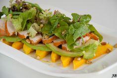 Salade van mango, avocado en gerookte kip. HEERLIJK  Caroline´s blog: nog veel meer lekkere gerechten.
