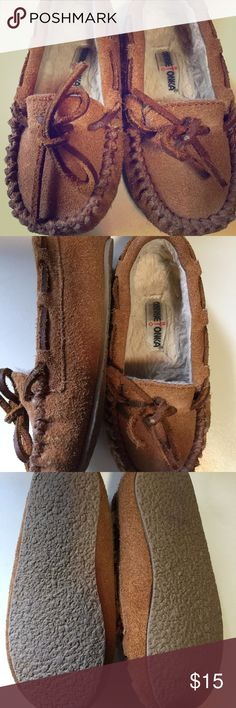 Children's Minnetonka moccasins Tan leather, fur-lined Minnetonka Moccasins. Child size 9. EUC. Unisex. Minnetonka Shoes Moccasins