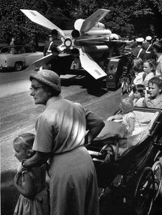 Phillip Jones Griffith: Nanny watching the parade down the Mall; London, 1960