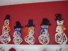 Glitter String Snowmen: paint & glue covered string shaped on nonstick foil and left to dry.