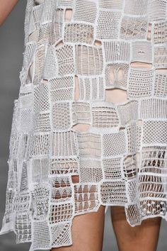 Detalhes // Fernanda Yamamoto, SPFW, Inverno 2016 RTW // Foto 106 // Desfiles… Fernanda Yamamoto, Lace Shorts, Knitwear, Lace Tops, Crochet Patterns, Crochet Pattern, Knits, Crochet Stitches, Lace Peplum Tops