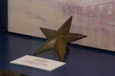 Corbeta Esmeralda-estrella de bronce del pecio Monitor, Symbols, Letters, Emerald, Bronze, Star, Icons, Fonts, Letter