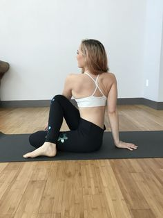 Soothe and relieve sciatic nerve pain without medication by practicing these 8 simple yoga poses tailored to sciatica relief. Yoga Poses For Sciatica, Yoga Poses For Men, Sciatica Exercises, Easy Yoga Poses, Sciatica Relief, Sciatica Pain, Sciatic Nerve, Nerve Pain, Pain Relief