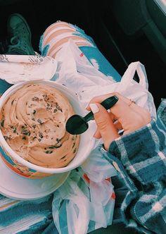 keep calm & eat cookie dough 😋 Cute Food, I Love Food, Good Food, Yummy Food, Milk Shakes, Food Goals, Aesthetic Food, Food Cravings, Cookie Dough