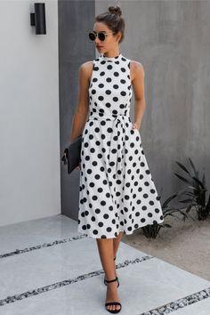 Vintage Midi Dresses, Casual Dresses, Fashion Dresses, Dot Dress, Dress Up, Long Halter Dress, Cardigans For Women, Beautiful Outfits, Designer Dresses