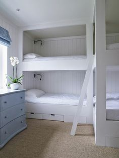 LUCY WILLIAMS INTERIOR DESIGN BLOG: VACATION: COME AND GET ME!! Good bunk bed layout for a smaller scale room