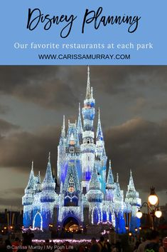 Need help choosing your dining reservations? Here are our favorite restaurants at each park + a FREE printable planner! Walt Disney Parks, Walt Disney World Vacations, Printable Planner, Free Printable, Shanghai Disney Resort, Disney Planner, Disney World Christmas, Disney World Magic Kingdom, Disney World Planning