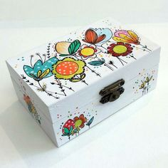 Discover thousands of images about Caja Fluretas Decoupage Vintage, Decoupage Wood, Painted Wooden Boxes, Wood Boxes, Hand Painted, Wood Crafts, Diy And Crafts, Arts And Crafts, Altered Boxes