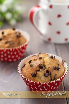 Muffin banana e gocce di cioccolato, ricetta americana, facile e veloce. Muffin golosi per la colazione.La soluzione perfetta per consumare le banane mature