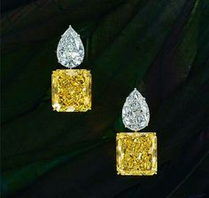 chatilajewelsAlso starring at our stand at Masterpiece London, this delicious pair of earrings, each yellow diamond in excess of 20 carats and paired with a white diamond of over 5 carats. High Jewelry, Modern Jewelry, Vintage Jewelry, Jewelry Accessories, Jewelry Design, Men's Jewelry, Silver Jewellery, Handmade Jewelry, Diamond Jewelry