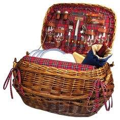 Love this vintage inspired  pucnic basket. #MyFoxenAfternoon
