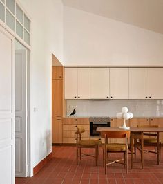 Apartment Interior, Apartment Living, Kitchen Interior, Open Plan Kitchen, Kitchen Dining, Interior Architecture, Interior And Exterior, Old Apartments, Home Staging