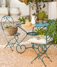 Salon de jardin fer forgé bleu romantique