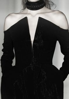 Minimalist and classy Total black Dark Fashion, Gothic Fashion, High Fashion, Couture Fashion, Runway Fashion, Fashion Outfits, Womens Fashion, Dress Fashion, Trends 2018