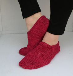 Ravelry: Footies pattern by Quirky Bird Knits - free! Easy pattern, too ...