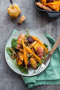 Something magical happens when you fuse miso and orange together. Their flavours combine in this low FODMAP orange miso roast veggie & lentil SALAD to create an Asian flavour bomb that keeps you going back for more! Healthy Side Dishes, Side Dish Recipes, Lunch Recipes, Vegetarian Recipes, Healthy Recipes, Diet Recipes, Vegan Dishes, Healthy Dinners, Healthy Kids