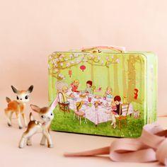 Belle and Boo lunchbox. Found via Mokkasin blog.