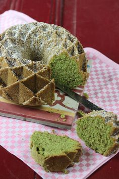 """Es gibt heute einen Kuchen als Tatortknabberei, weil es etwas zu feiern gibt. Ich bin nominiert worden für den Food Blog Award 2014 in der Kategorie """" Bester Backblog""""! Das ist so megamäßig grandi…"""