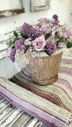 Lavender in Color Floral Arte Floral, Deco Floral, Floral Design, My Flower, Purple Flowers, Beautiful Flowers, Lilac Roses, Small Flowers, Lavender Cottage