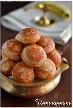Uniyappam - A popular snack made of riceflour, jaggery and banana - healthy low fat snack too! Indian Desserts, Indian Snacks, Indian Food Recipes, Indian Sweets, Chinese Recipes, Indian Dishes, Jaggery Recipes, Paniyaram Recipes, Breakfast Recipes