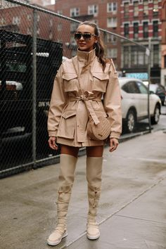 Big, Boxy Blazers Were a Street Style Favorite on Day 5 of New York Fashion Week Big, Boxy Blazers Were a Street Style Favorite on Day 5 of New York Fashion Week - Fashionista Street Style Trends, New Street Style, New York Fashion Week Street Style, Looks Street Style, Autumn Street Style, Cool Street Fashion, Look Fashion, New Fashion, Korean Fashion