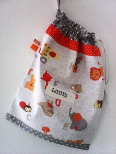 Sac a doudou personnalisable ,sac de rangement,coton gris,imprimé coeurs blancs et coton imprimé animaux du cirque . : Sacs enfants par kate27